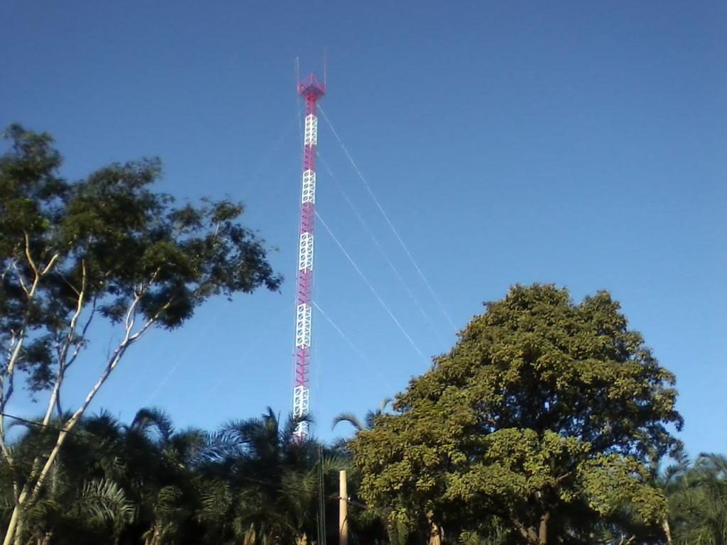mirante de 60 metros, poucos ousam subir . Luz de navegação, para raio e wifi.